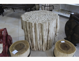 Стол из дубовых веток